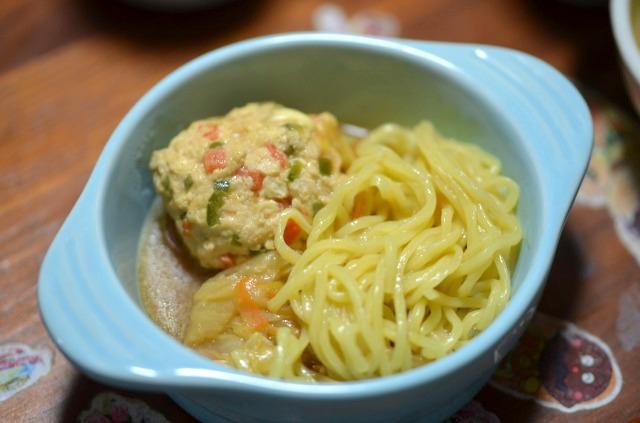 小倉優子のチーズ入りお野菜鶏肉団子鍋 中華麺